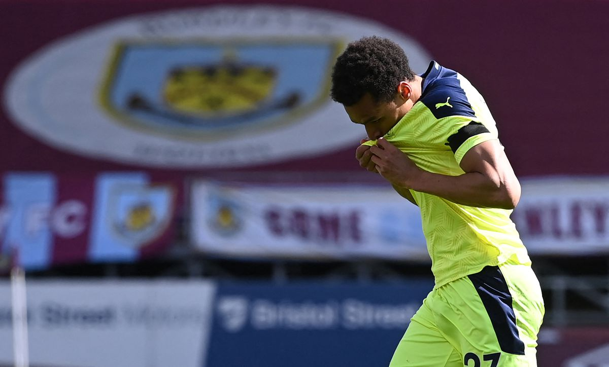 Jacob Murphy celebrates by kissing the Newcastle badge on his shirt after scoring the equaliser against Burnley at Turf Moor.