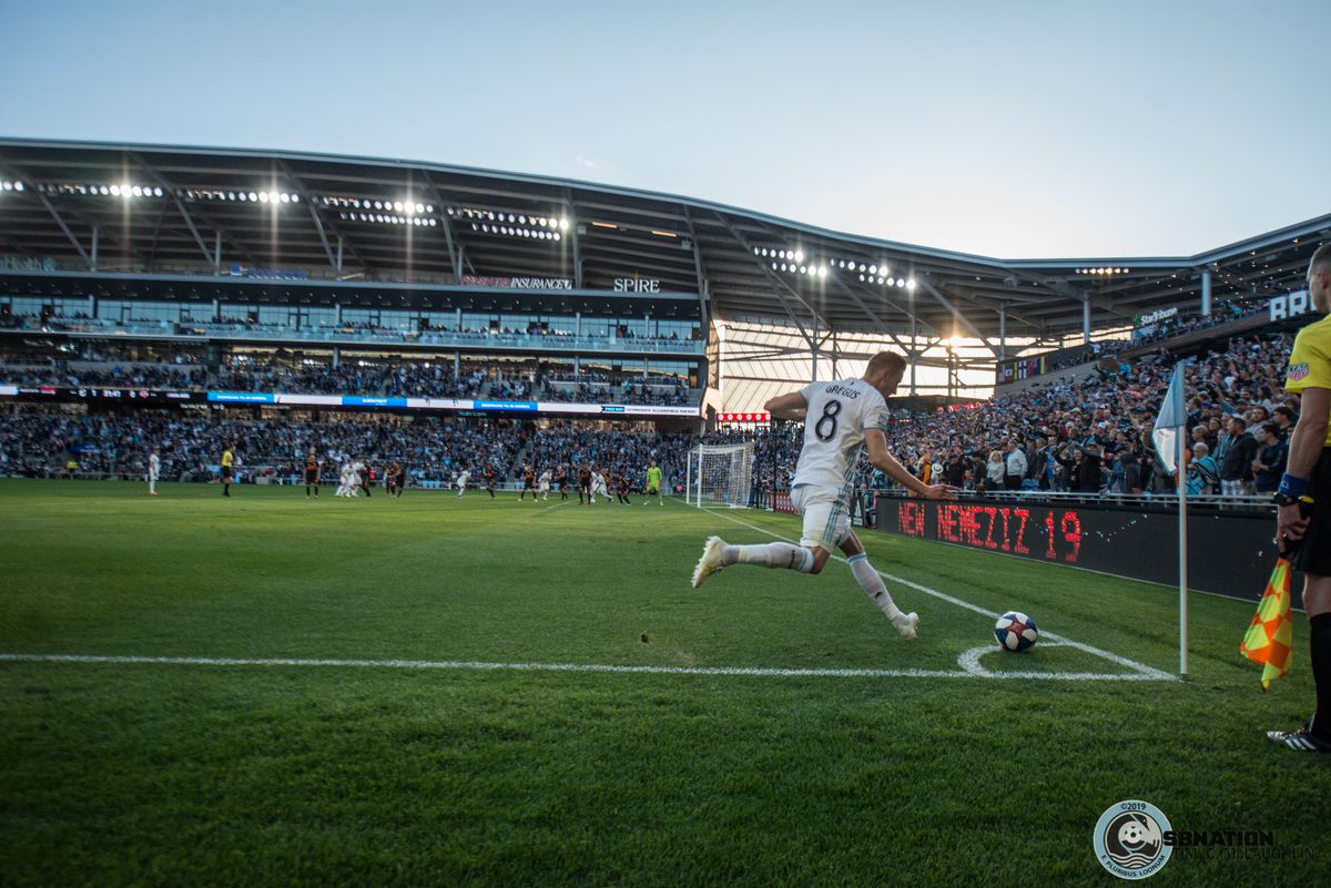 Jan Gregus takes a free kick during Minnesota United's 1-0 win over the Houston Dynamo