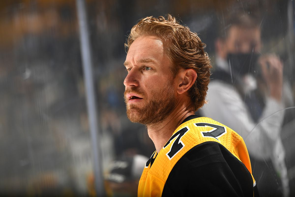 Jeff Carter #77 of the Pittsburgh Penguins skates against the New York Islanders in Game Five of the First Round of the 2021 Stanley Cup Playoffs at PPG PAINTS Arena on May 24, 2021 in Pittsburgh, Pennsylvania.