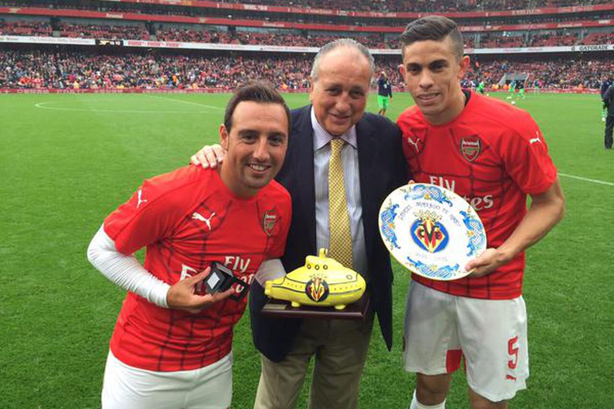Sr. Roig with Santi and Gabriel at the Emirates Stadium