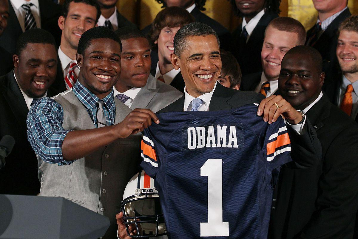 Obama Welcomes BCS Champion Auburn University Football Team To White House