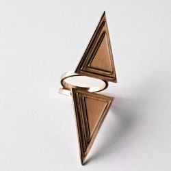 Open vertical Double Pyramid ring in bronze.