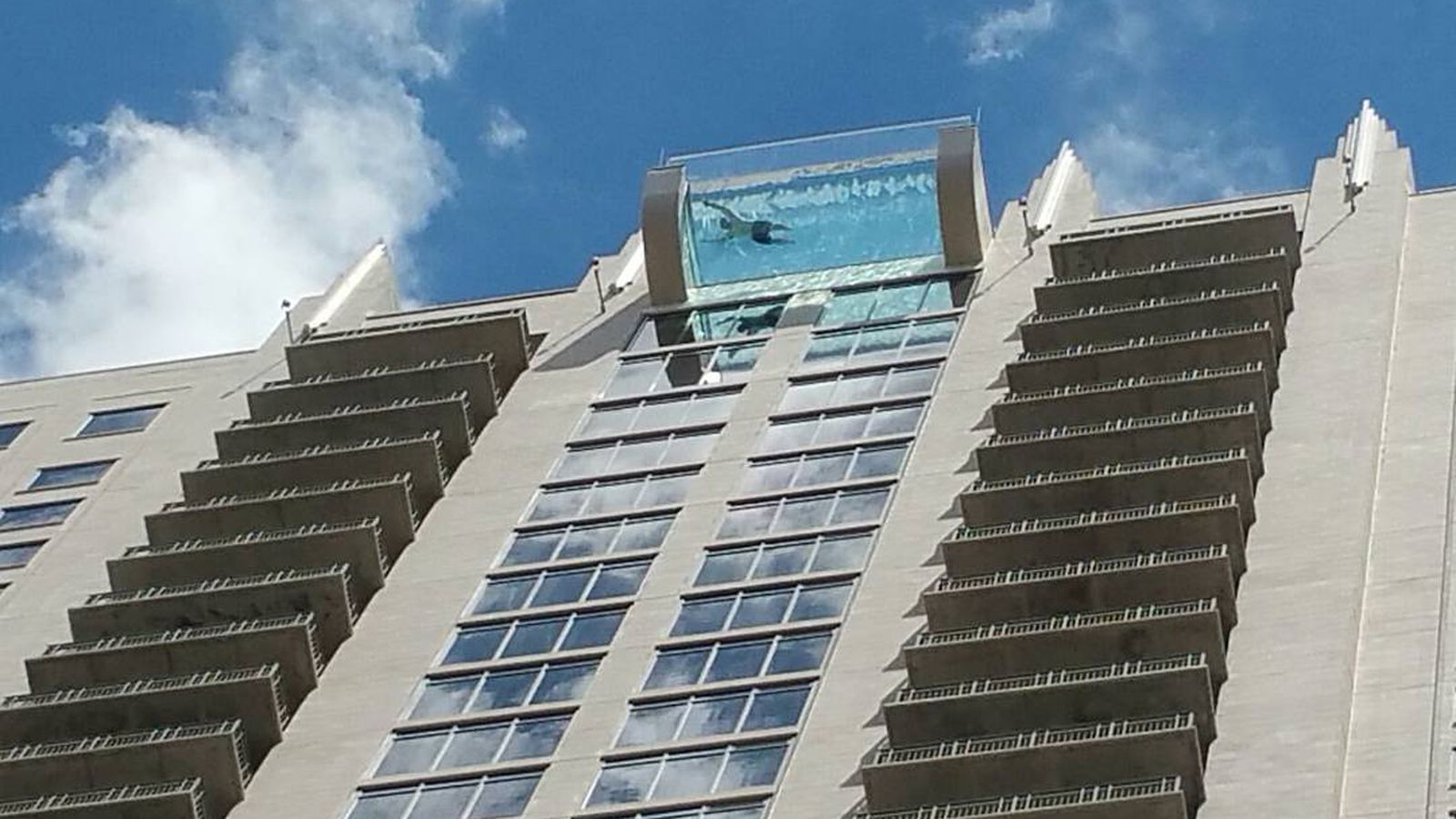 u2018sky pool u2019 at new houston high-rise hangs 500 feet above ground