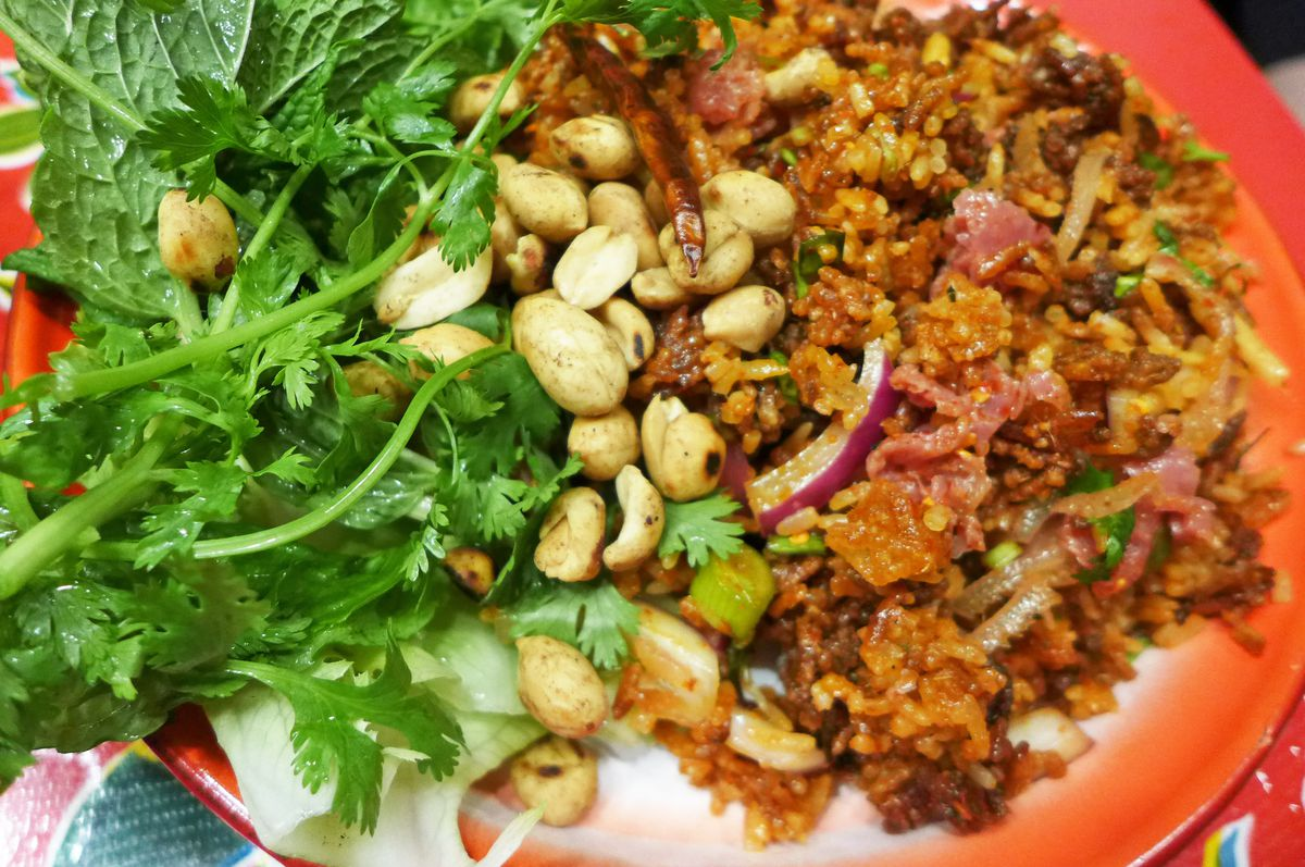 Toasted rice salad with sour sausage