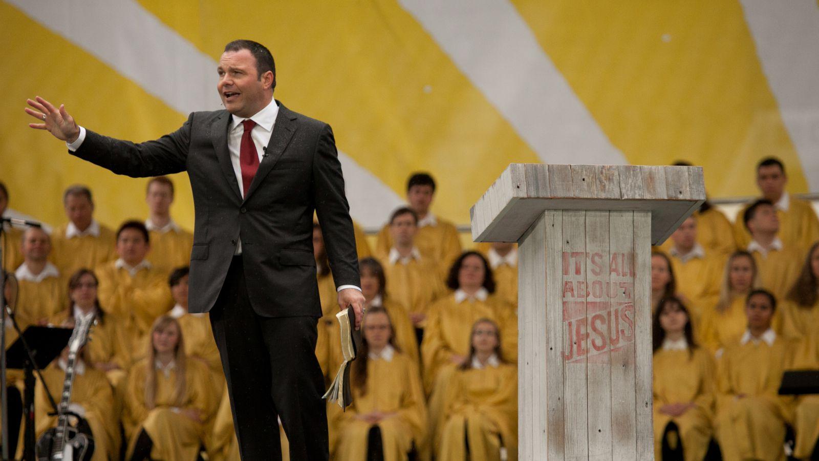 Controversy pastor mark driscoll Pastor Mark