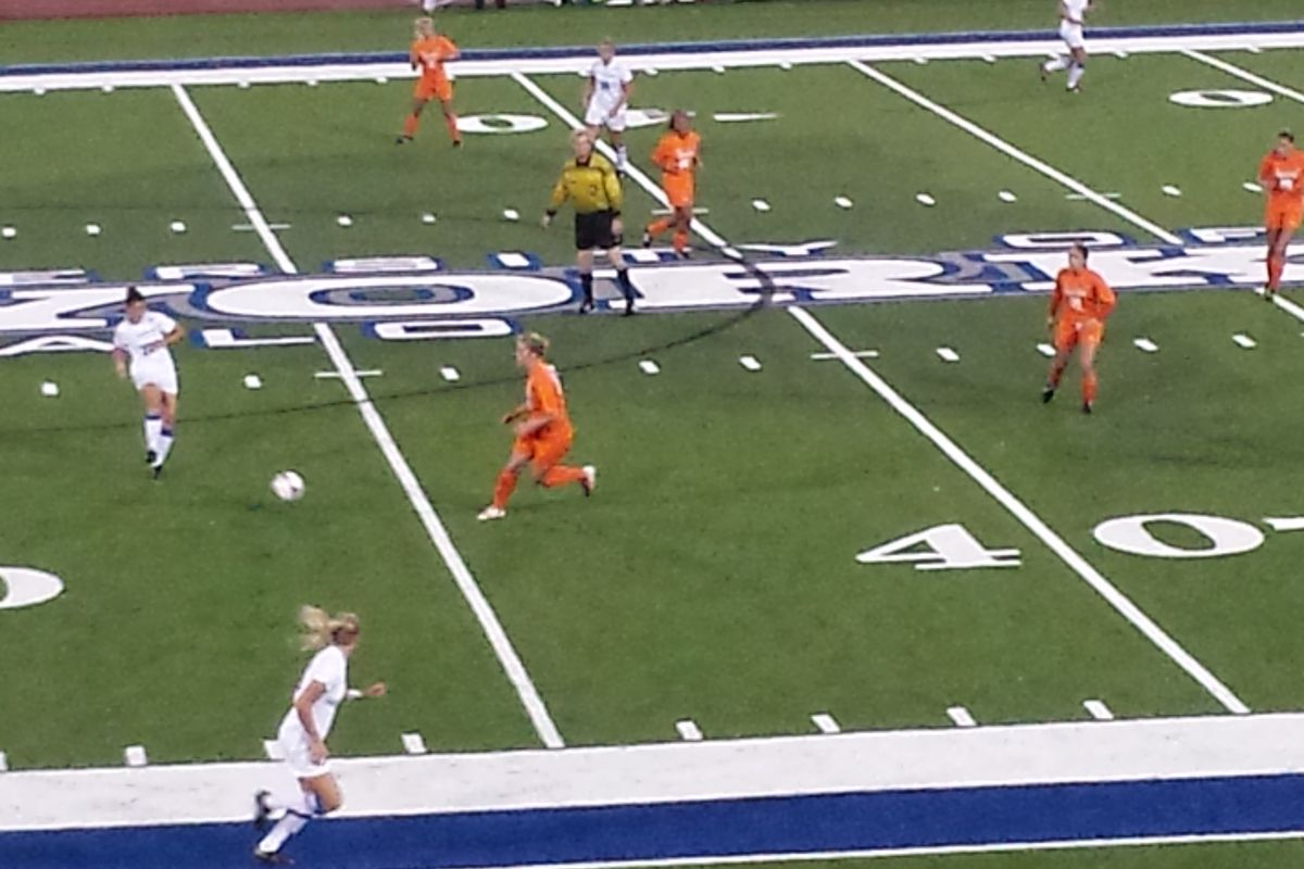 Kristin Markiewicz looks for the pass and works the ball upfield in UB's 3-1 victory over Bowling Green