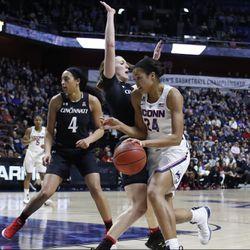 Cincinnati Bearcats vs UConn Huskies (2018 AAC Semifinals)