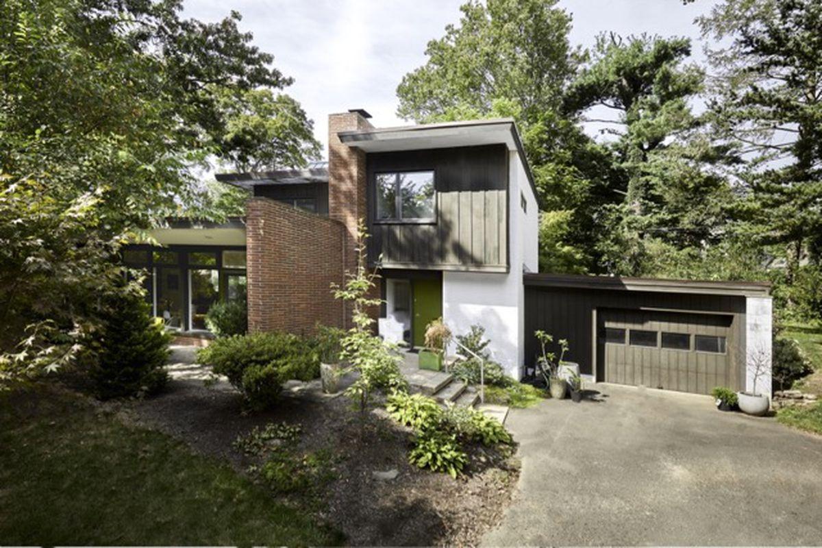 Elkins park midcentury modern asks 425k after top to for Modern homes raleigh