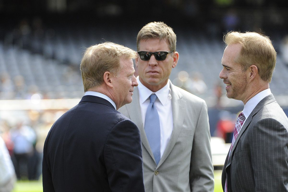 Roger Goodell, Troy Aikman, Buck (GettyImages)