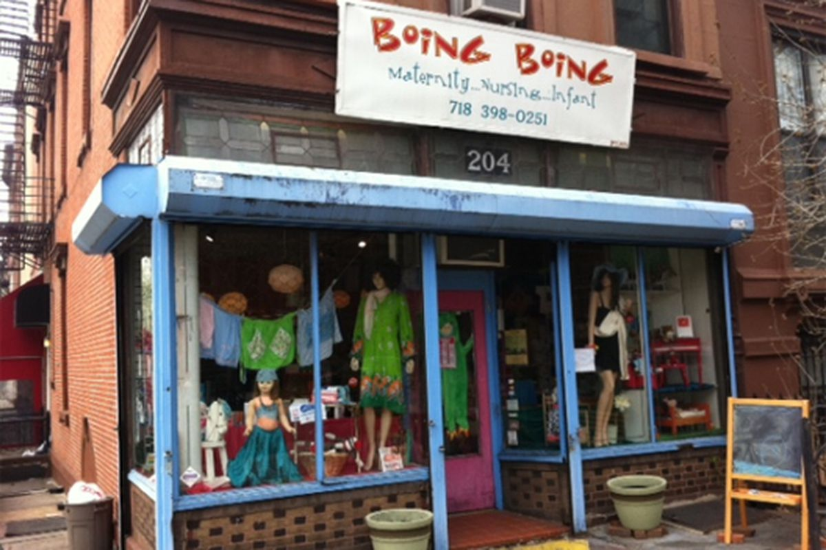 """Image via <a href=""""http://www.brokelyn.com/only-in-the-slope-store-offers-lesbians-10-percent-off/"""">Brokelyn</a>"""
