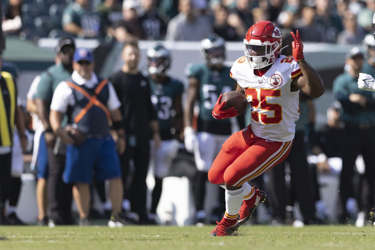Clyde Edwards-Helaire #25 of the Kansas City Chiefs runs the ball against the Philadelphia Eagles at Lincoln Financial Field on October 3, 2021 in Philadelphia, Pennsylvania.