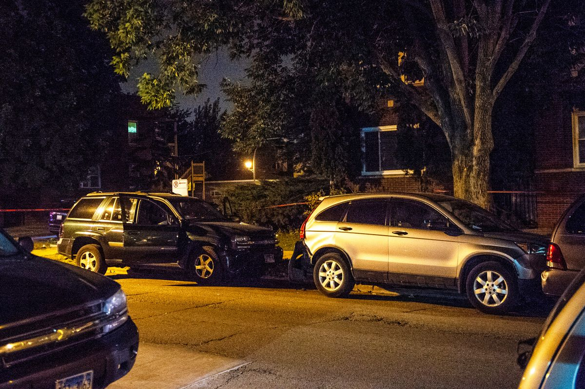 Police investigate a shooting that left a man dead and a woman wounded early Saturday in the1700 block of North Mason. | Tyler LaRiviere/Sun-Times