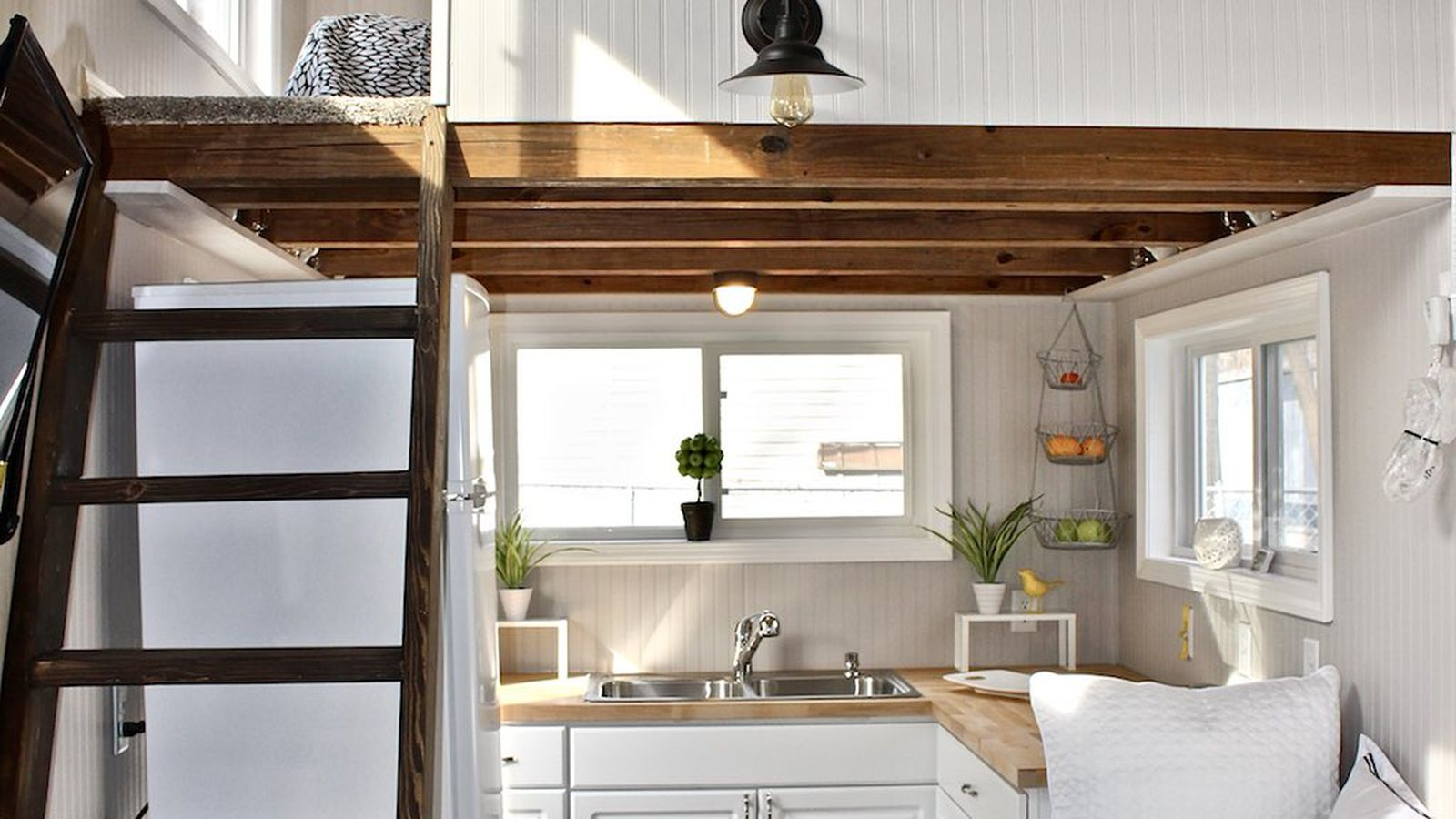 Adorable tiny house is perfect for green lovers curbed for Mini mansions houses