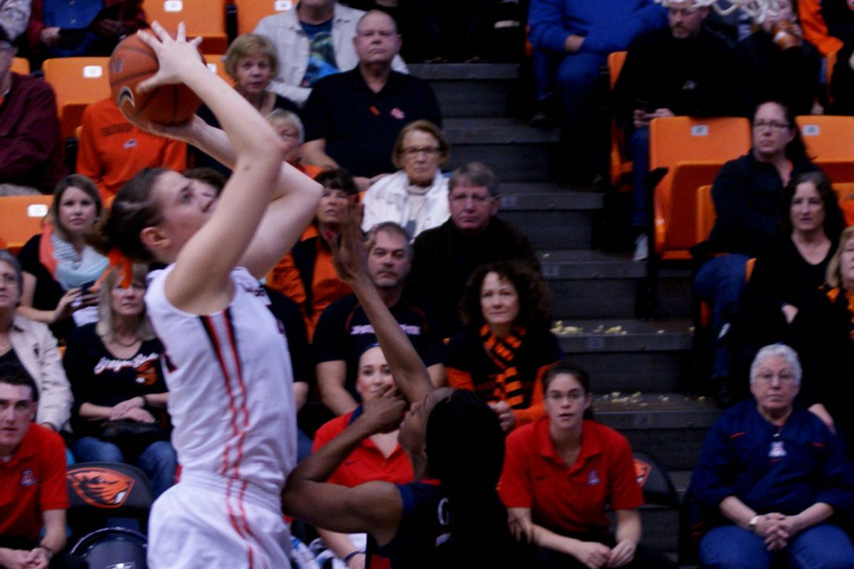 Ruth Hamblin helped control the game for the Oregon State Beavers as they defeat Arizona 73 to 48.