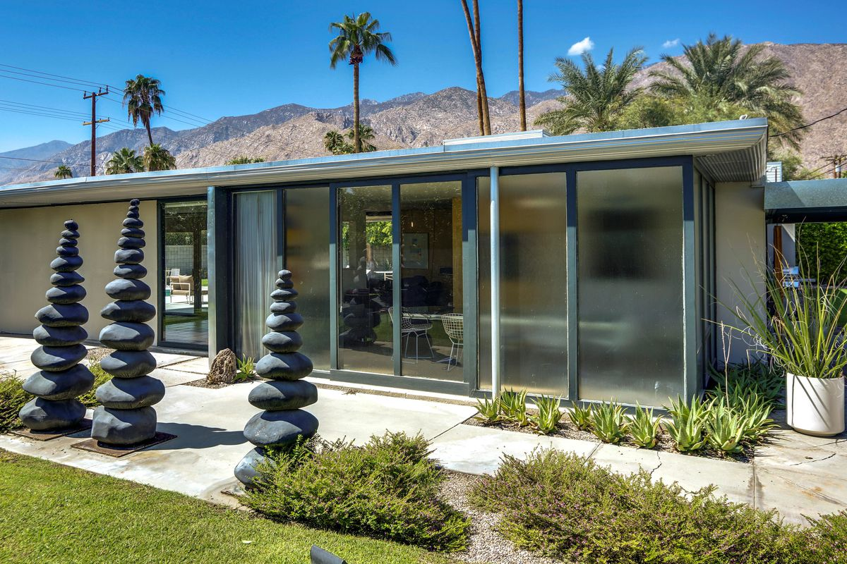 Family Home Of Pioneering Palm Springs Architect Robson Chambers Asking $850K