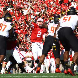 Joel Stave threads a pass between Maryland defenders.