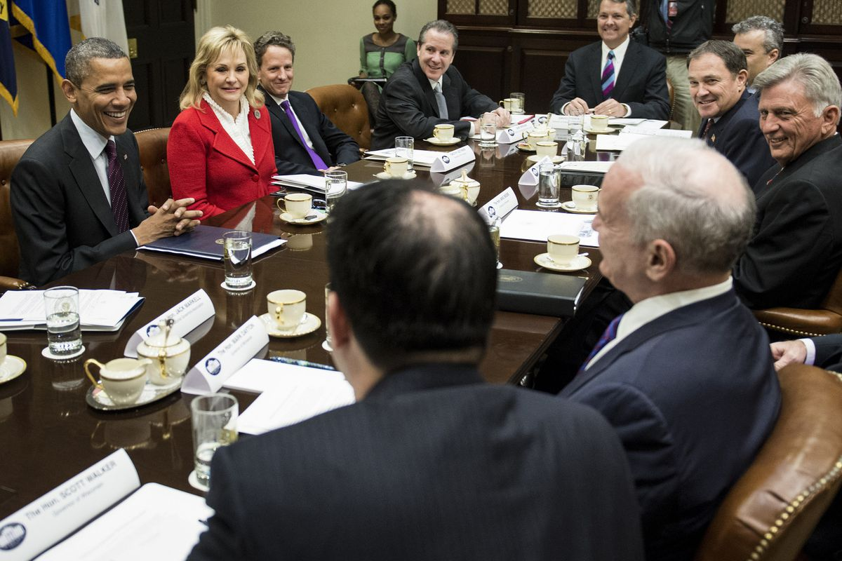 Obama meets with governors. Arkansas Gov. Mike Beebe is seated far right.