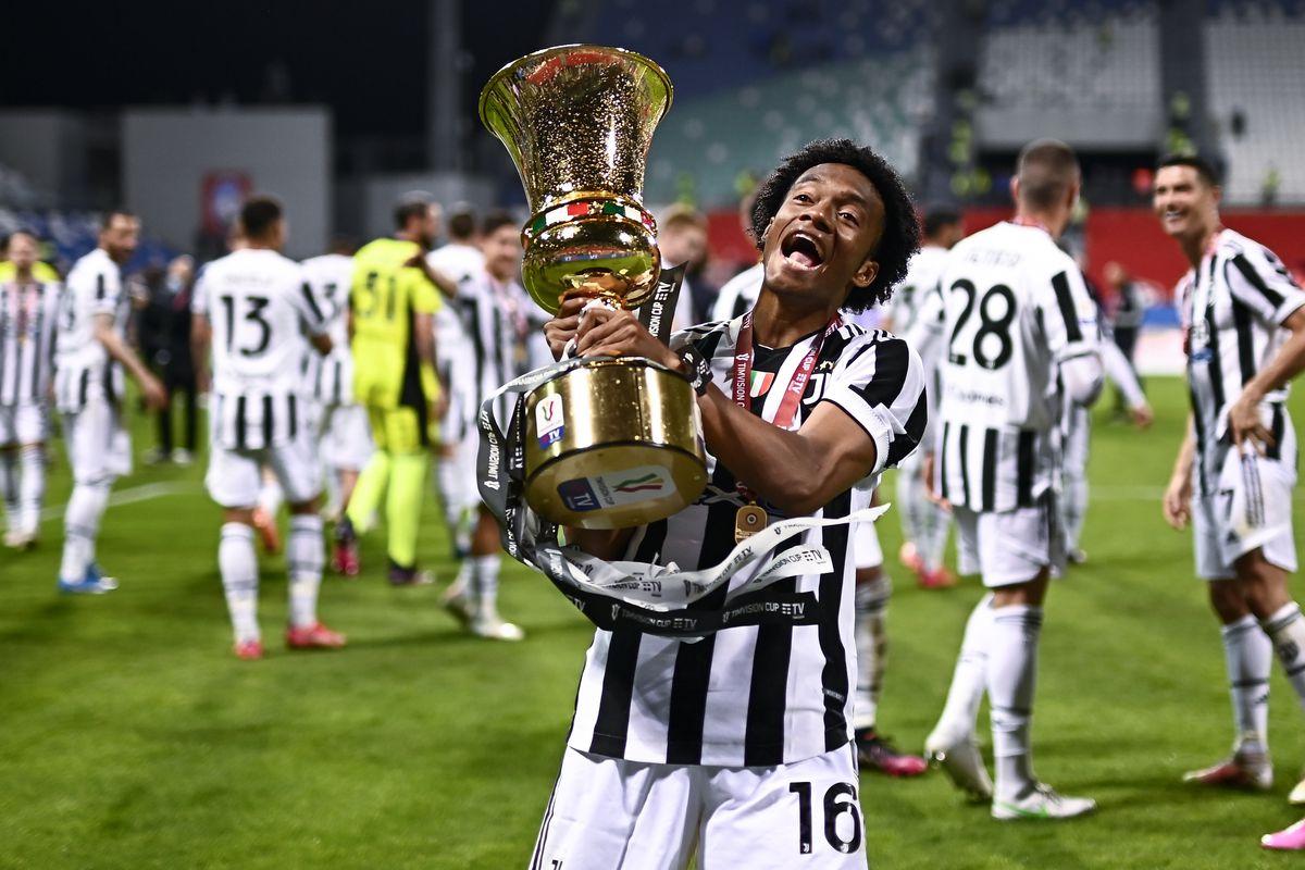 Juan Cuadrado of Juventus FC celebrates with hte trophy...
