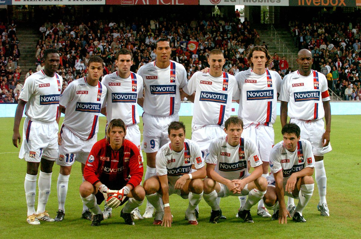 The team of Lyon pose 12 August 2006 at