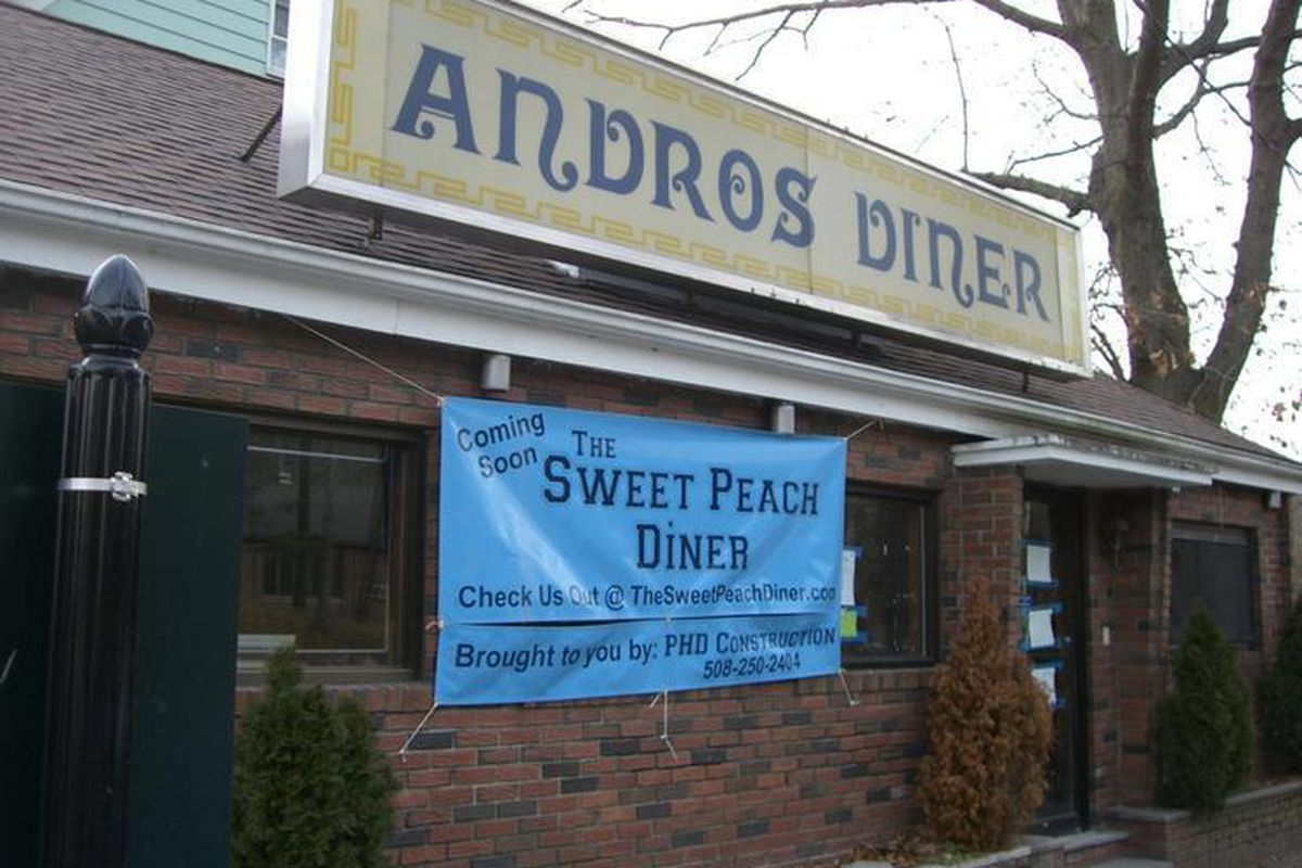 The upcoming Phinix Grill space, in its previous transition from Andros Diner to The Sweet Peach Diner.