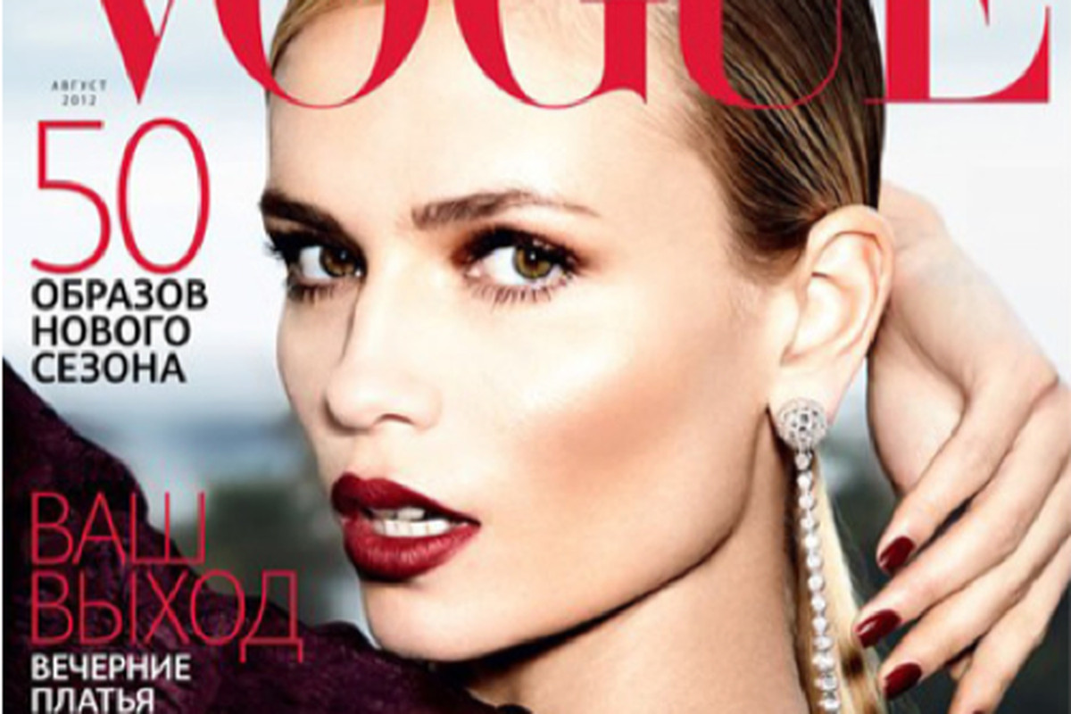 """HuffPo questions the case of the disappearing arm, via <a href=""""http://www.huffingtonpost.com/2012/07/17/photoshop-fail-disaster-vogue_n_1679794.html?utm_hp_ref=style"""">HuffPo</a>"""