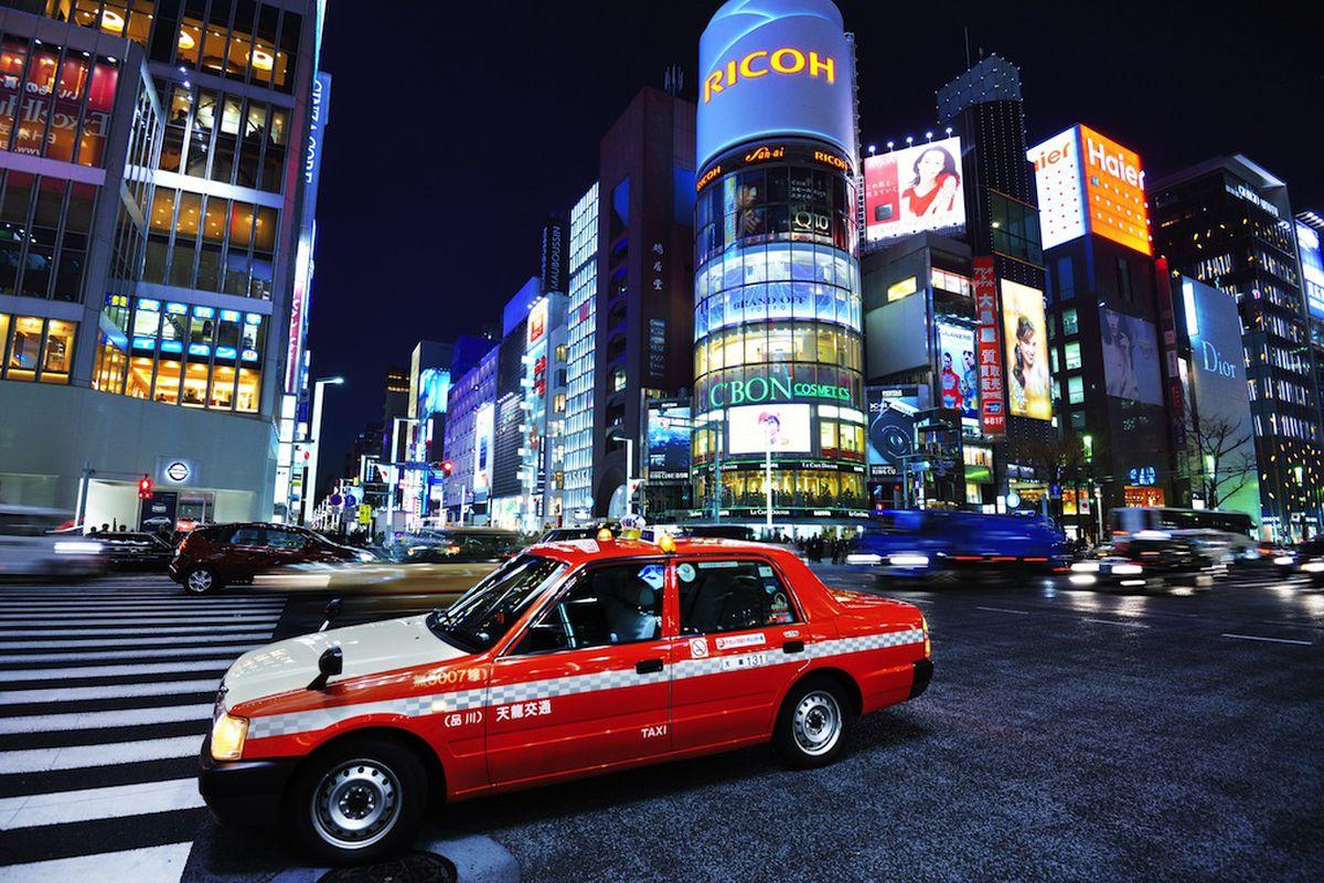 tokyo taxi (SeanPavonePhoto / Shutterstock.com)