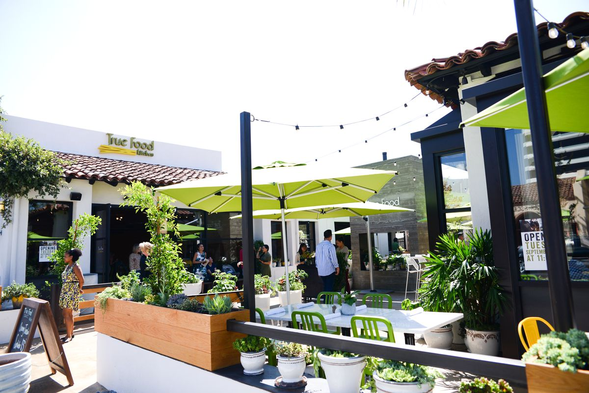 True Food Kitchen Brings Ultra-Healthy Chain Restaurant Vibes to ...