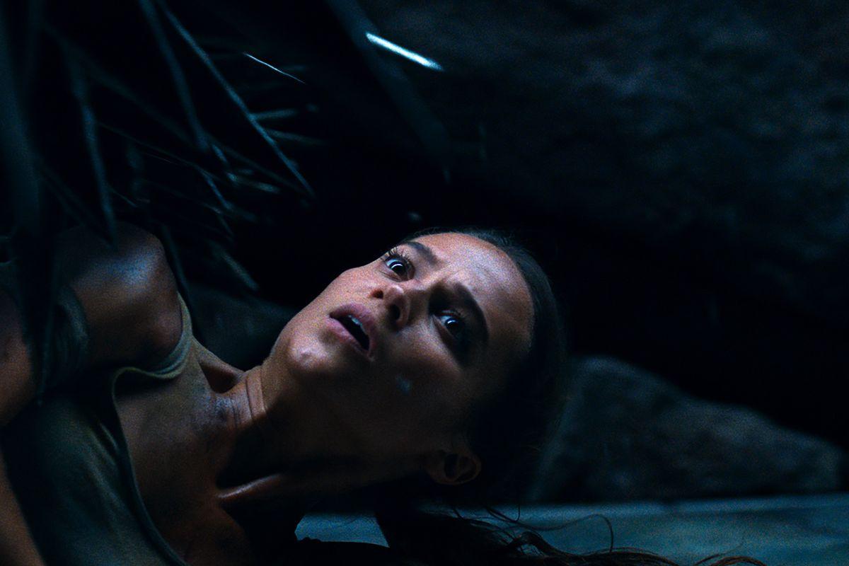 lara croft tomb raider 2018 2