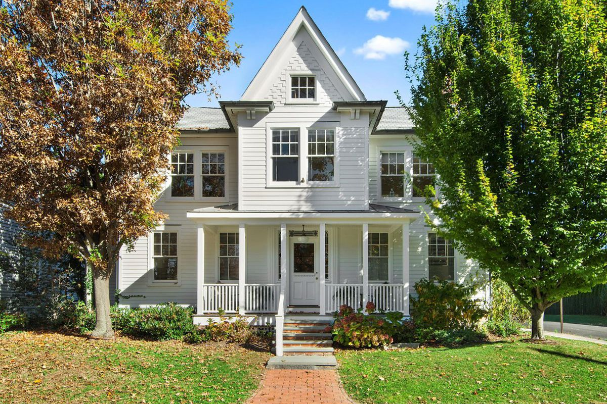 Sag Harbor 6-unit apartment complex with home-like curb