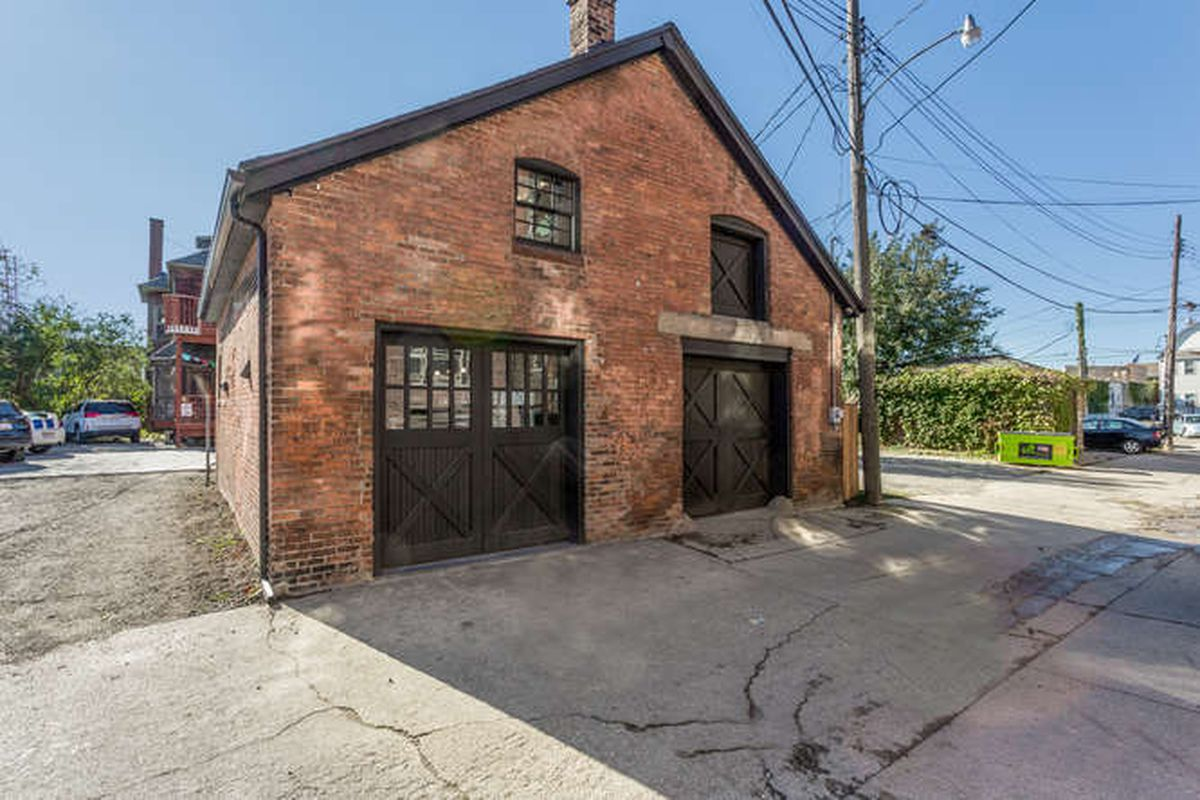 An 1890 Midtown Carriage House Transforms Into A Chic Loft