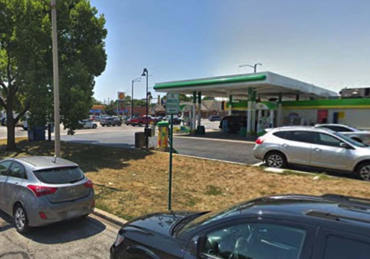 The BP gas station at Roosevelt Road and Harlem Avenue in Oak Park where Anthony Jones had picked up a package of Nutter Butter cookies just before he was carjacked.