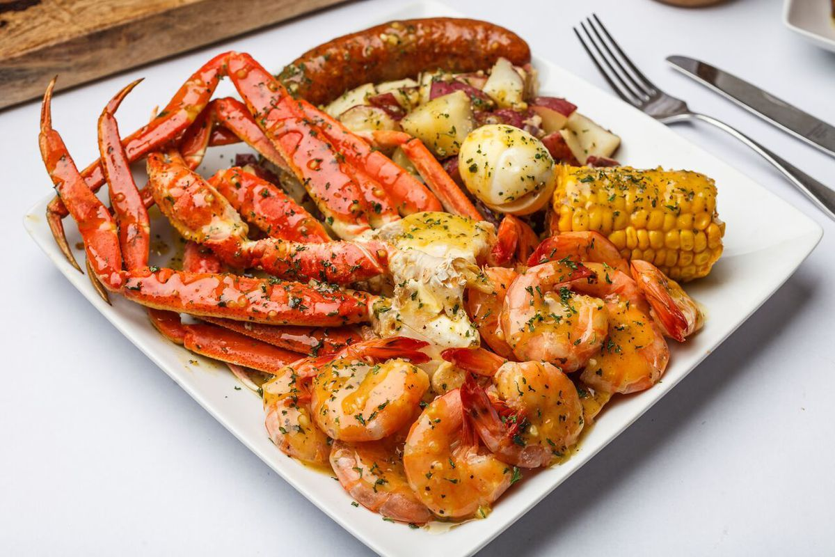 Seafood Boil Restaurant Krab Queenz Opens on Peachtree
