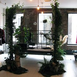 Brooklyn's Sprout Home designed the bed plants. Doesn't this make you wish you had bed plants?