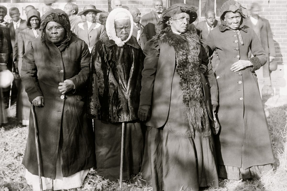 The attendees of 1916's former slave convention.