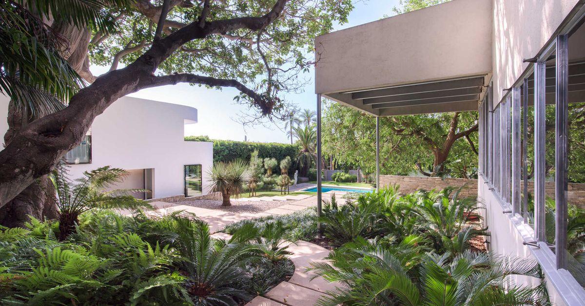 Richard Neutra's stunning Sten-Frenke House asking $15M in Pacific Palisades