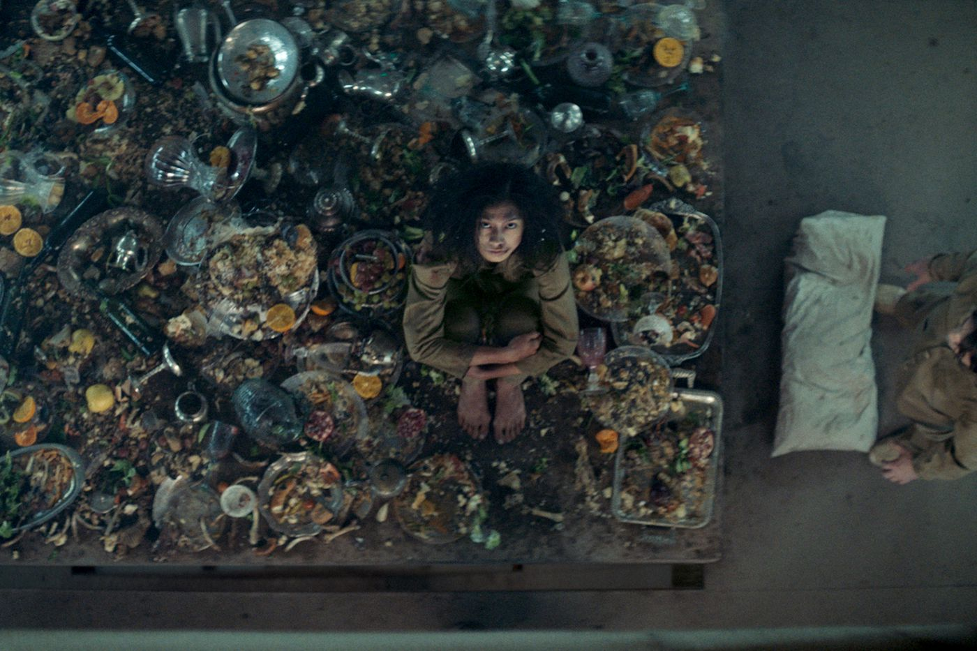 The Platform Review Netflix S New Horror Movie Suits The Shelter In Place Era Polygon