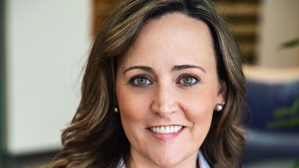A headshot of teacher Cara Lougheed.