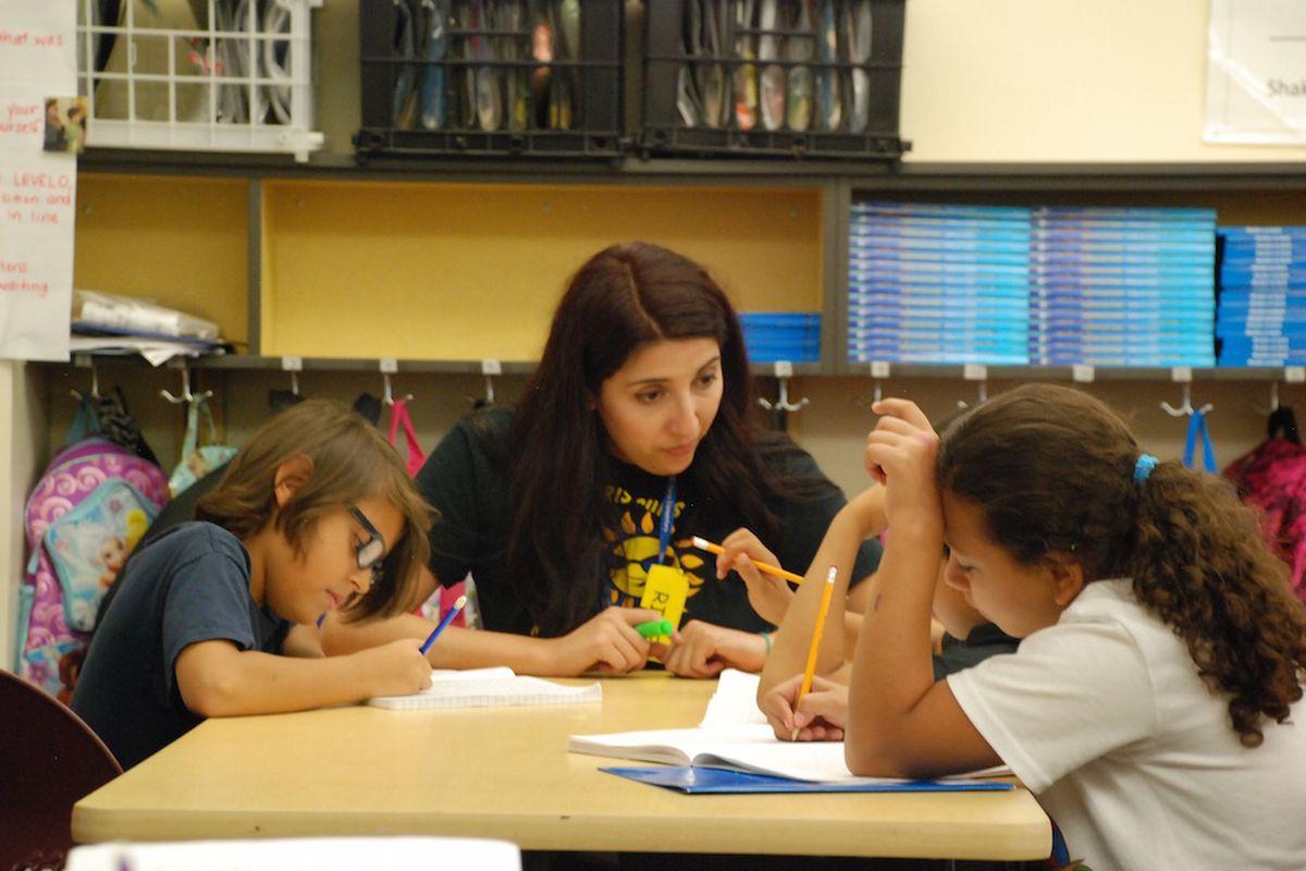 Paris Elementary School teacher Elizabeth Rodriguez checks in with students on Aug. 28 2015. (Photo by Nic Garcia)