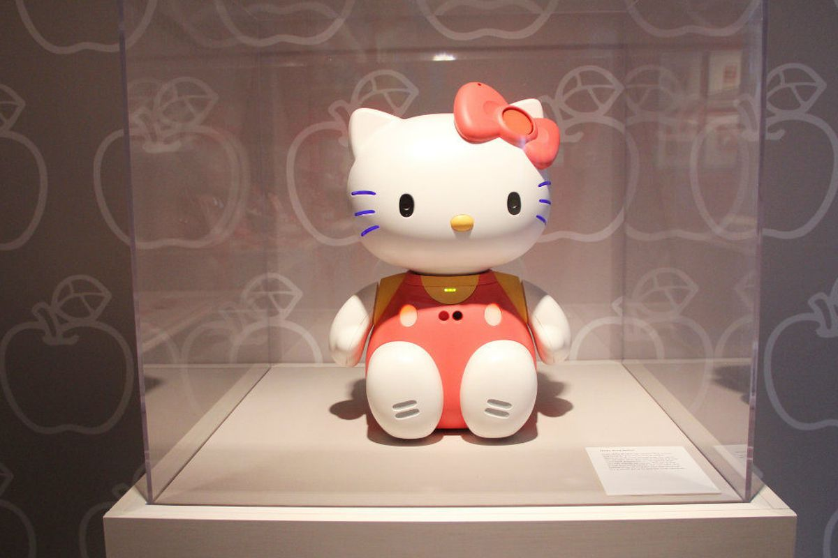 """A Hello Kitty robot from the Japanese American National Museum's 40th anniversary <a href=""""http://la.racked.com/2014/10/13/7573679/hello-kitty-exhibit-1"""">retrospective exhibit</a>."""