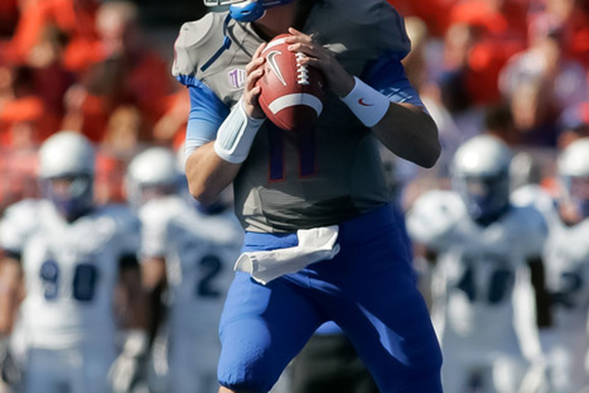 BOISE, ID - OCTOBER 22:  Kellen Moore #11 of the Boise State Broncos looks for a receiver against the Air Force Falcons at Bronco Stadium on October 22, 2011 in Boise, Idaho.  (Photo by Otto Kitsinger III/Getty Images)
