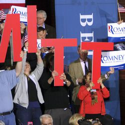 Supporters of Republican presidential candidate, former Massachusetts governor Mitt Romney cheer as they wait for his arrival Tuesday, April 24, 2012, in Manchester, N.H. (AP Photo/Jim Cole)