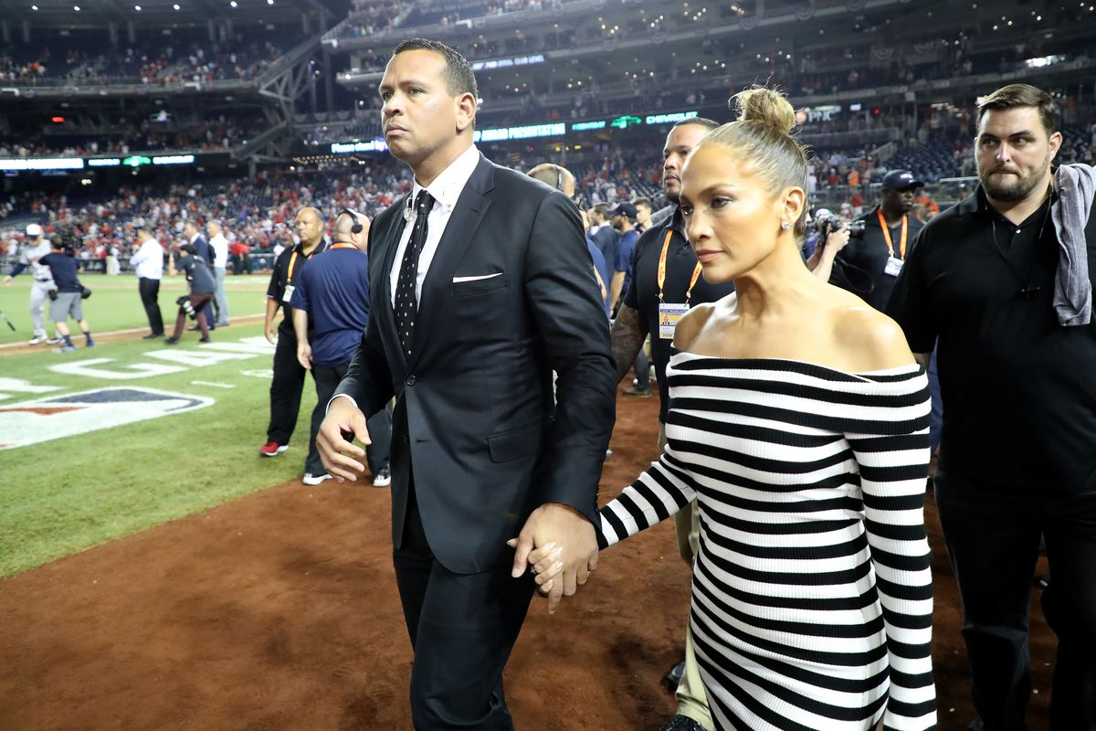 Alex Rodriguez and Jennifer Lopez are looking at buying the New York Mets.