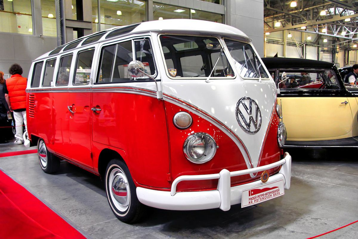 volkswagen to end production of iconic hippie bus this. Black Bedroom Furniture Sets. Home Design Ideas