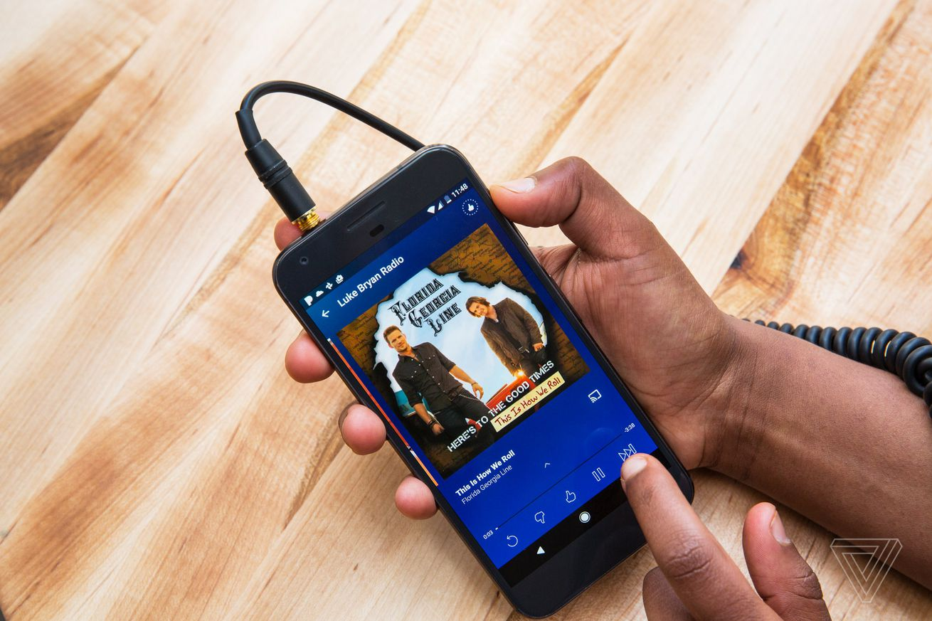 t mobile is giving customers a free year of pandora plus