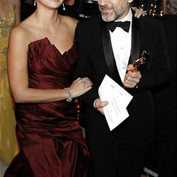 Penelope Cruz presented Christoph Waltz with the Oscar for best performance by an actor in a supporting role.