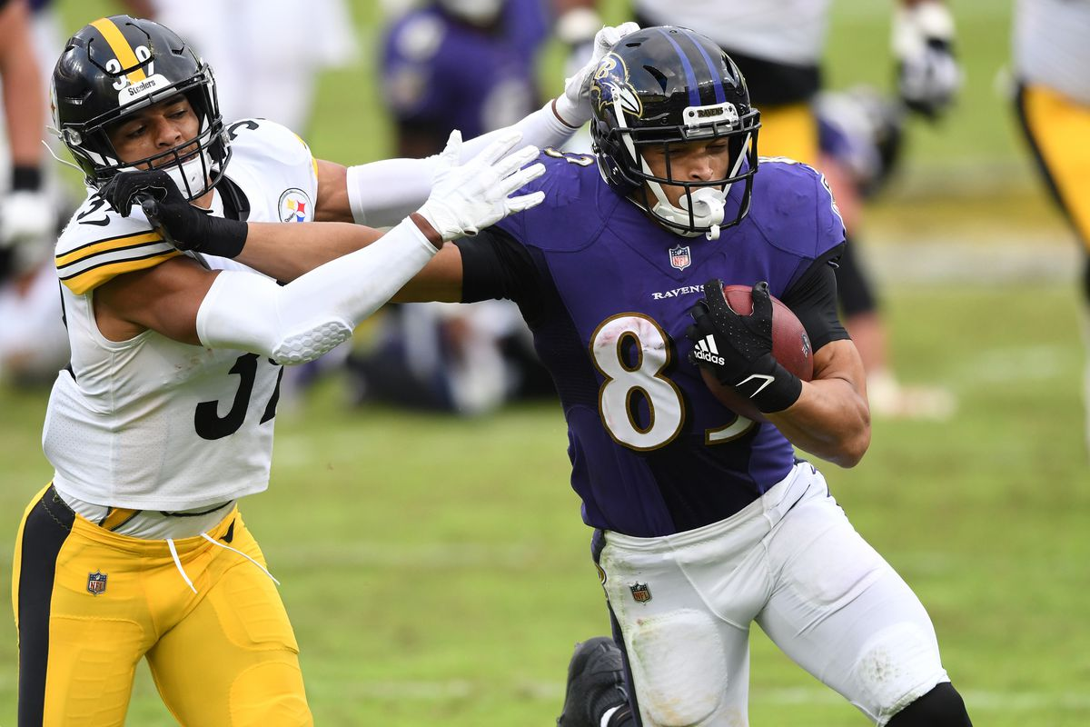 Baltimore Ravens tight end Mark Andrews runs by Pittsburgh Steelers free safety Minkah Fitzpatrick in the fourth quarter at M&T Bank Stadium.