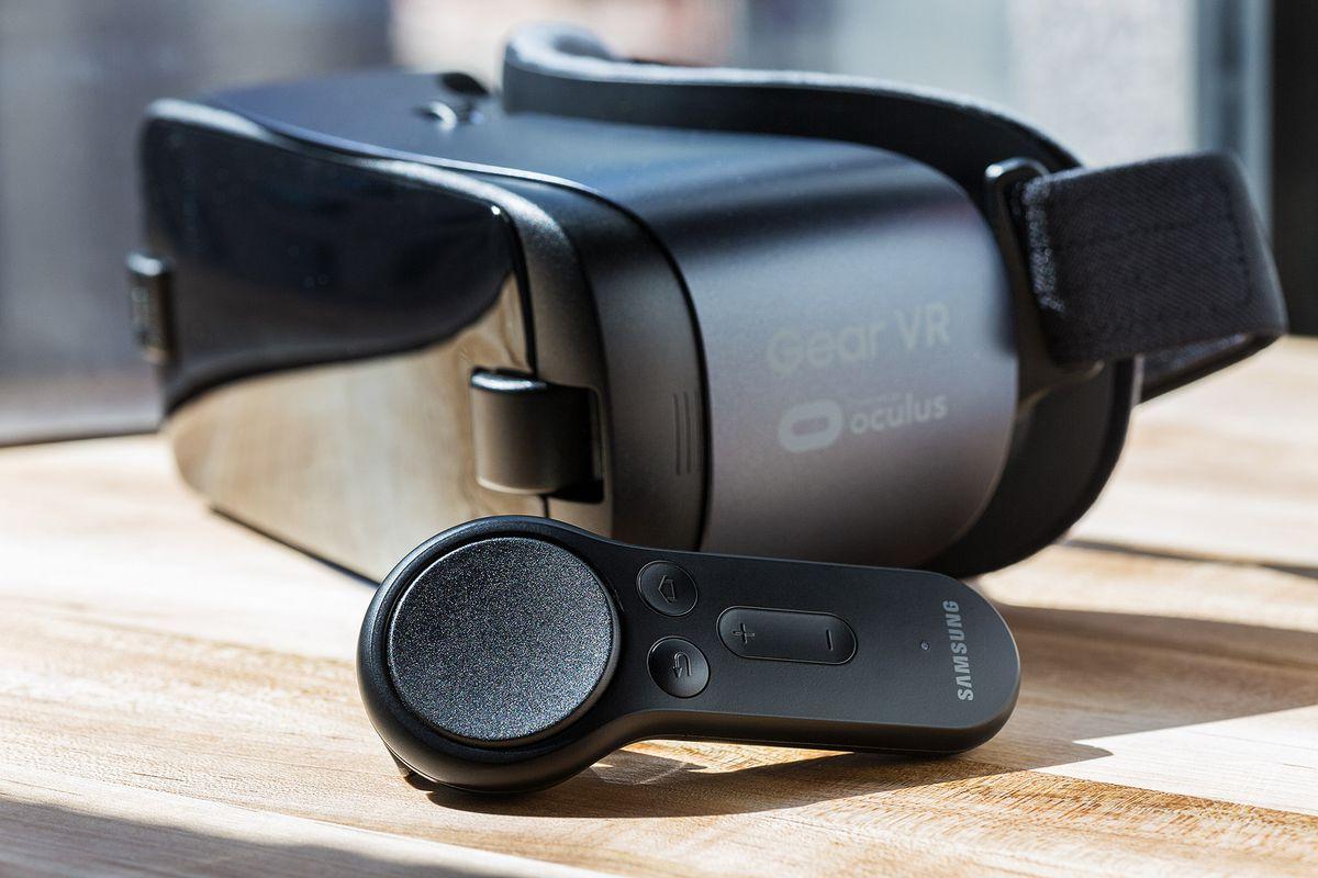 68915a11625 Should Samsung Galaxy S8 owners buy a Gear VR or Google Daydream ...