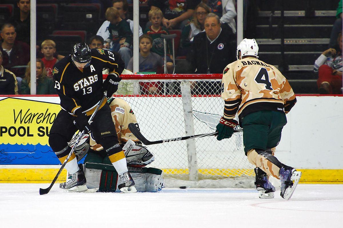 "Ray Sawada screens Matt Hackett, resulting in a power play goal by Jordie Benn on Friday. (Credit: <a href=""http://ahlinphotos.blogspot.com"" target=""new"">Chris Jerina/AHL in Photos</a>)"
