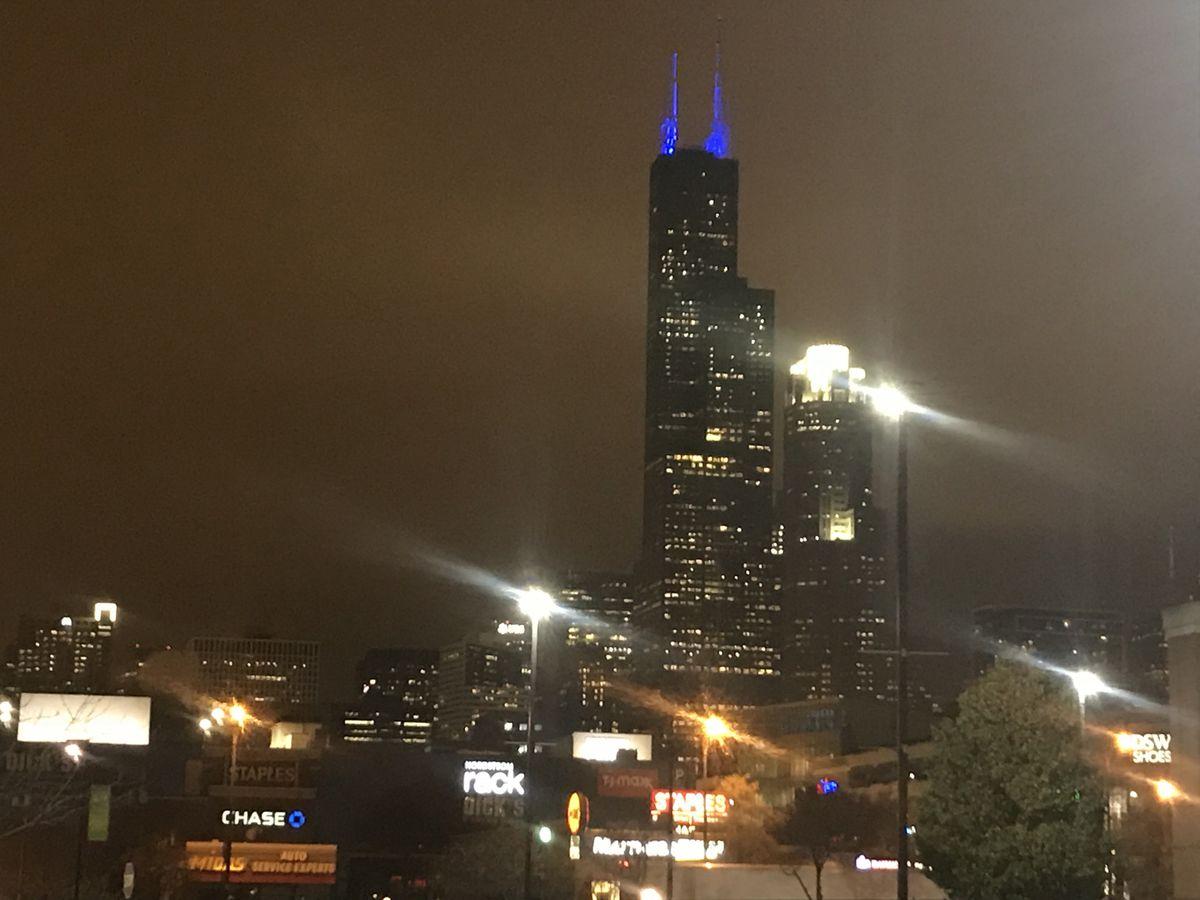 Blue lights pierce the sky in honor of slain CPD Officer Samuel Jimenez.   Tyler LaRiviere/Chicago Sun-Times
