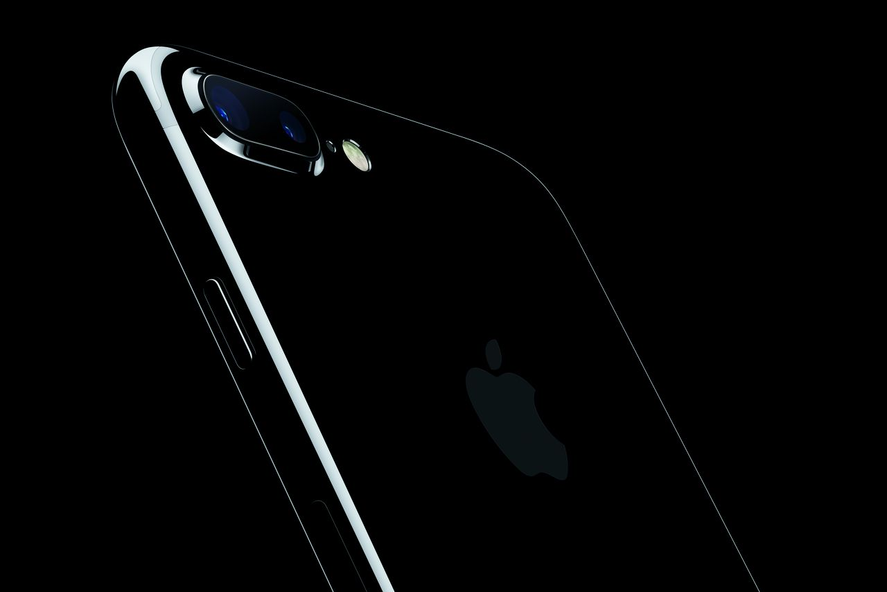 Apple brings back the glossy black iPhone with new jet ...